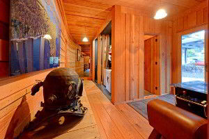 Old style diving helmet decorates the hallway