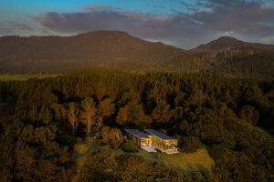 Cloudy Bay Beach House is set between the South Bruny National Park and Cloudy Bay beach