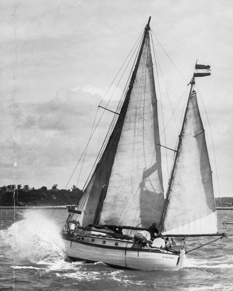 Te Rapunga in Auckland at the start of the Trans Tasman Race, 1934